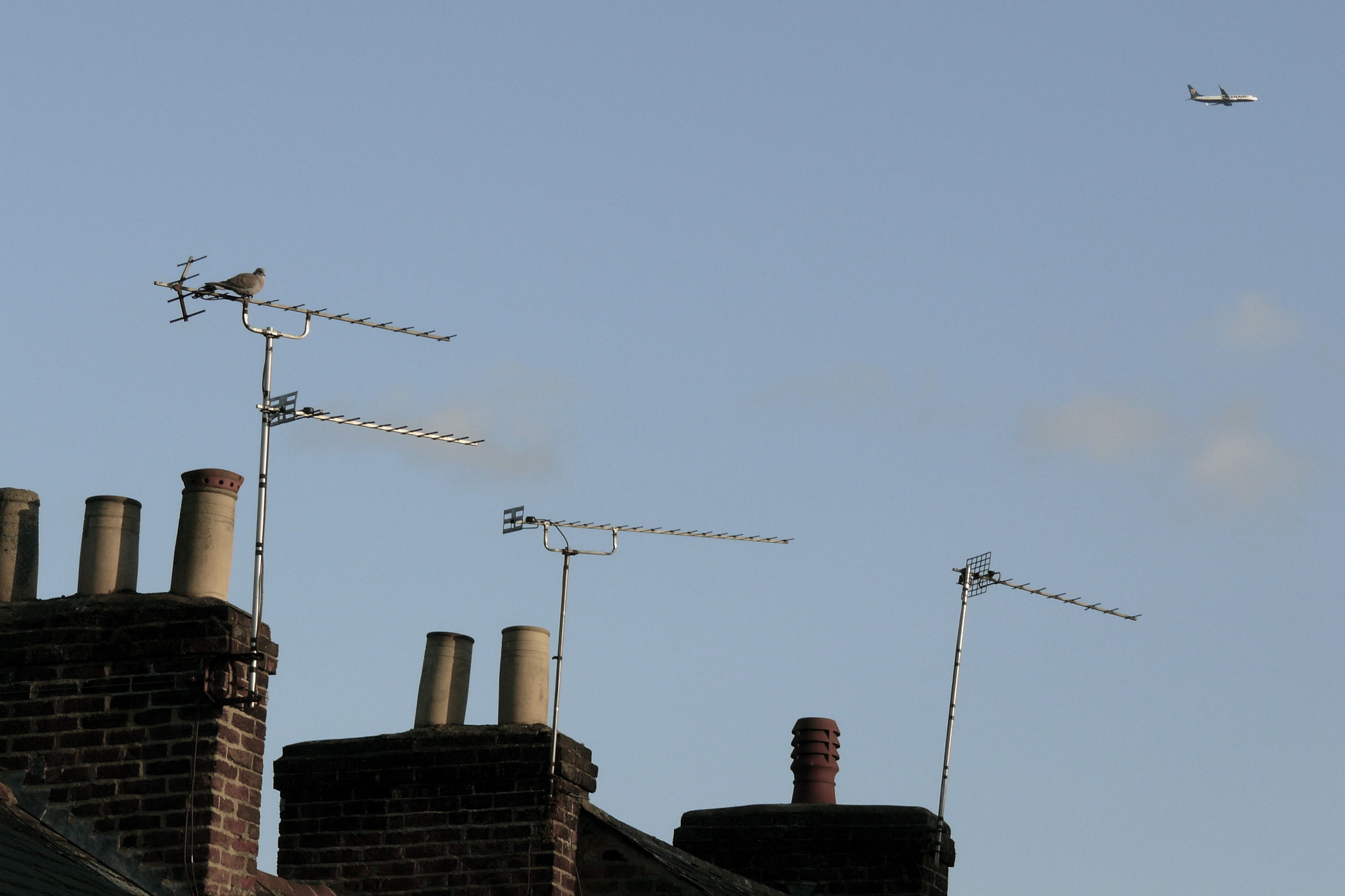 television_aerials_mounted_on_chimneys.jpg